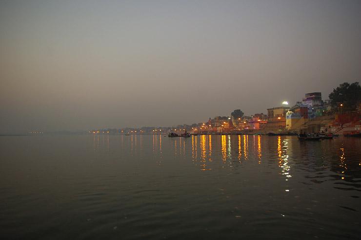ガンジス川から見たガート