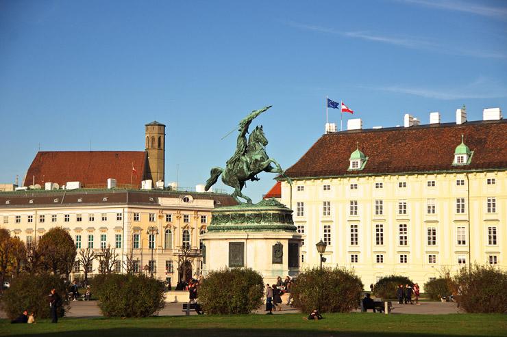 オイゲン公騎馬像
