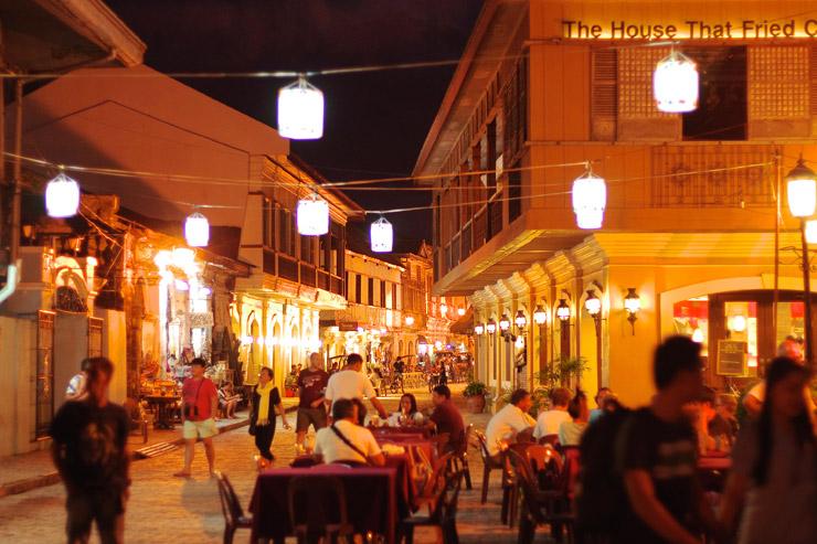 レストランとなる夜のビガン歴史都市