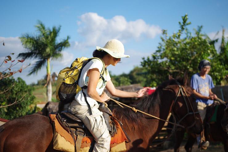 ビニャーレス渓谷で乗馬