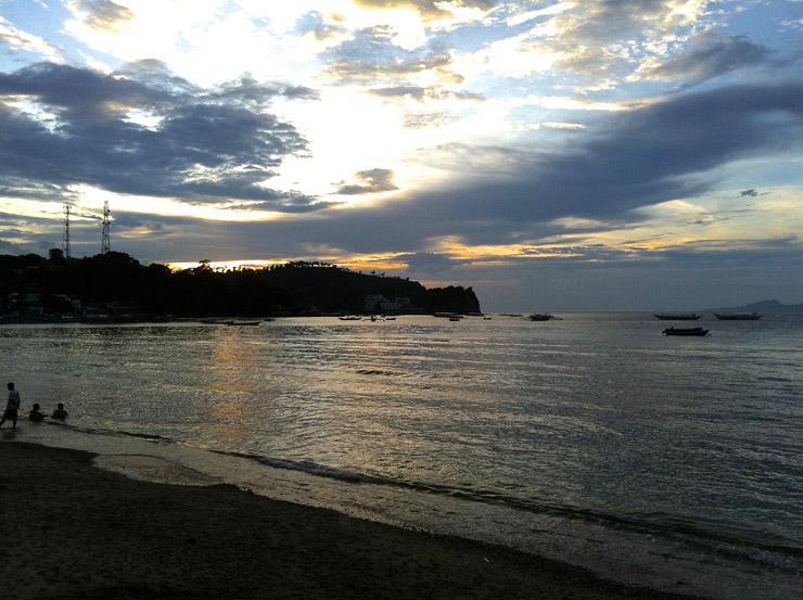 ホワイトビーチの夕暮れ