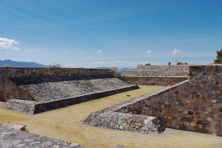 ヤグール遺跡の球技場