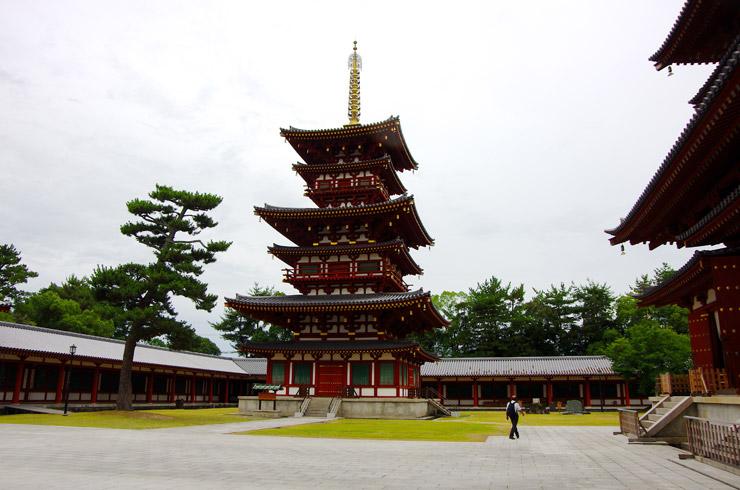 薬師寺の西塔