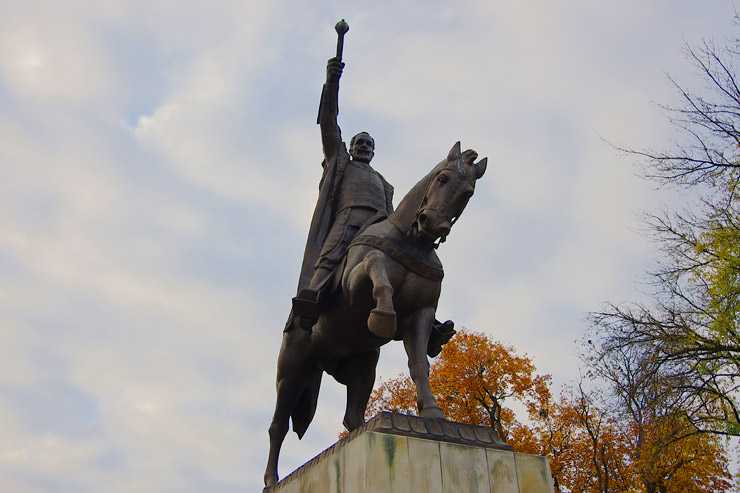 大貴族ヤン・ザモイスキ公の銅像
